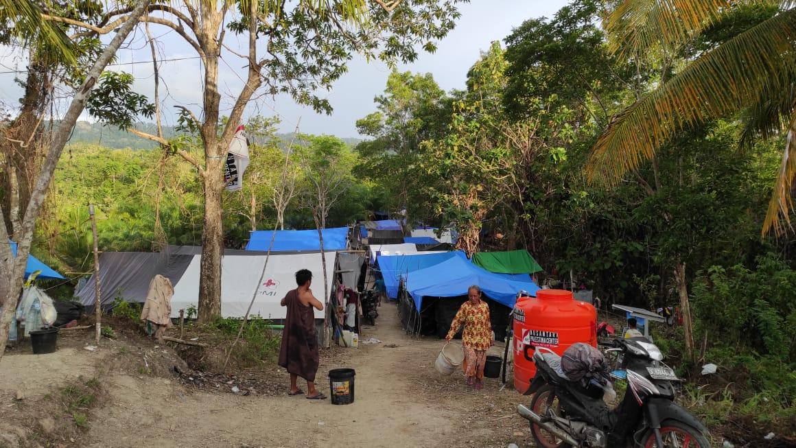Bingkisan Sembako Lebaran Untuk Pengungsi Rui dan Aholeang